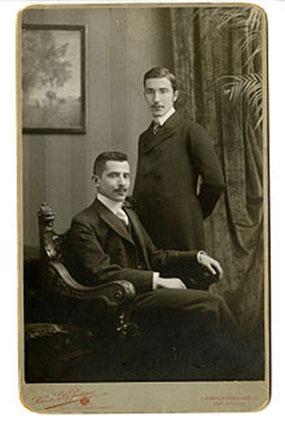 Stefan Zweig (in piedi) e suo fratello Alfred  (Vienna, 1900)