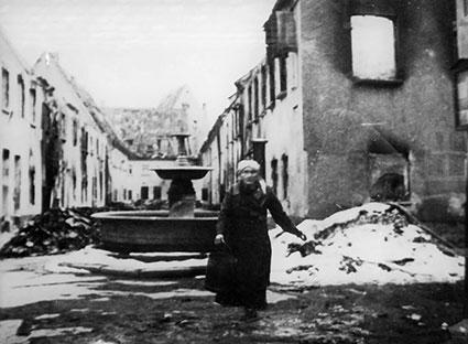 Die Fuggerei dopo un bombardamento