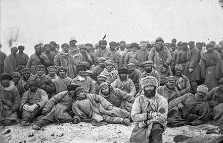 Un gruppo di coloni condannati ai lavori forzati.