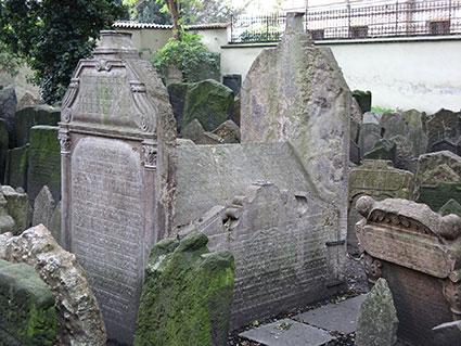 La tomba di Mordechai Maisel nel vecchio cimitero ebraico di Praga